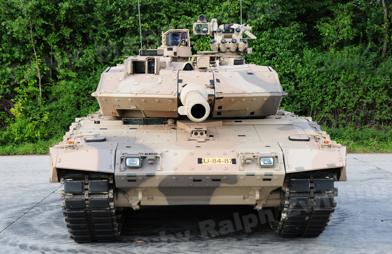 bw-tracked-leopard2a7+d-003