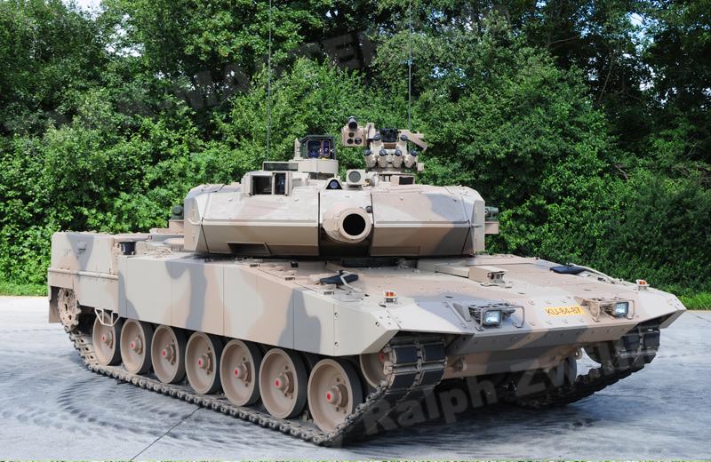 bw-tracked-leopard2a7+u-002