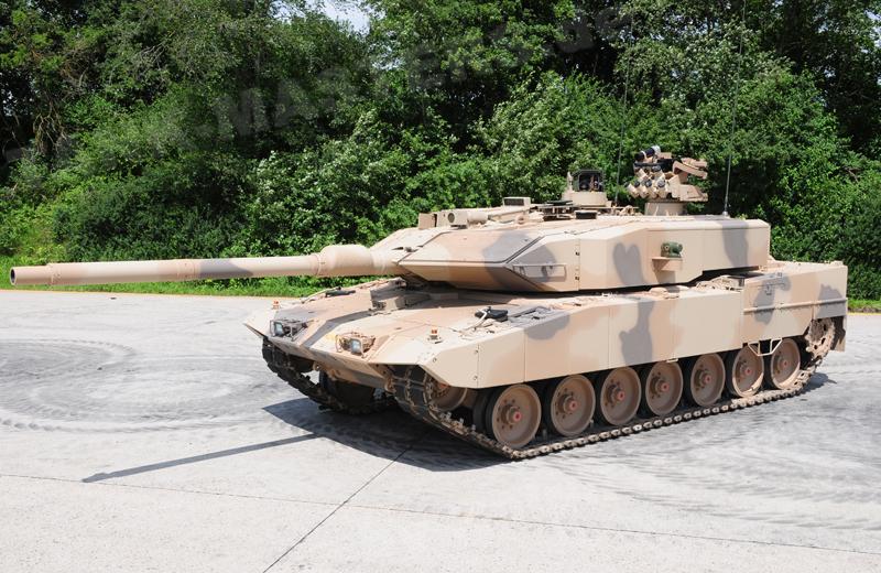 bw-tracked-leopard2a7+u-003