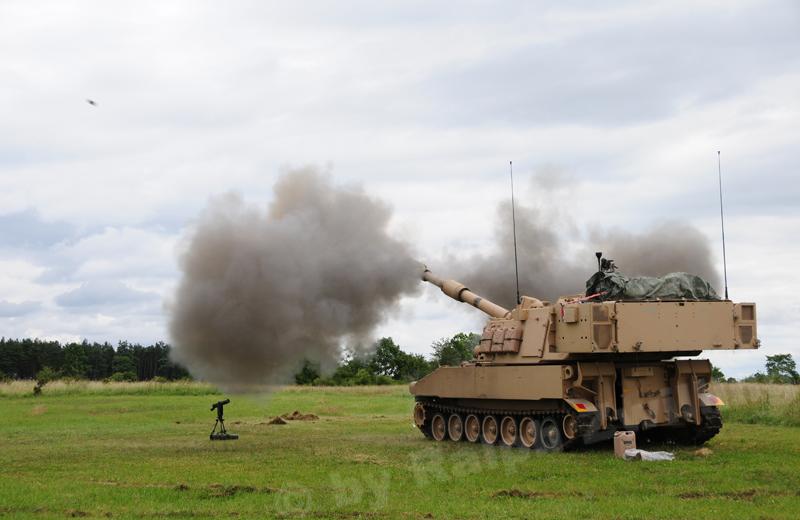 us-artillery-m109A6-002