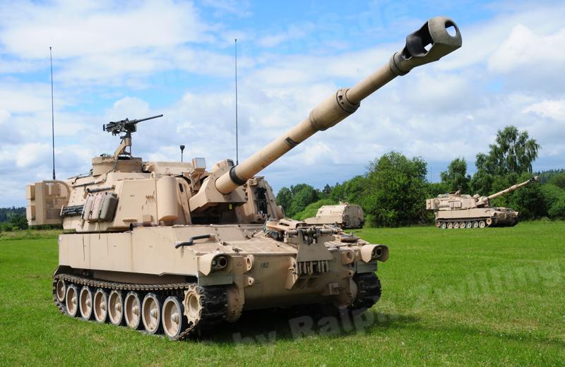 us-artillery-m109a6-001