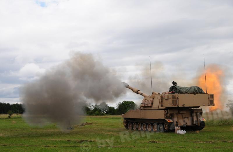 us-artillery-m109a6-003